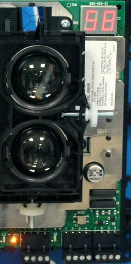 """Рис. 9. Зеркальный оптический """"прицел"""" и цифровая индикация уровня сигнала"""